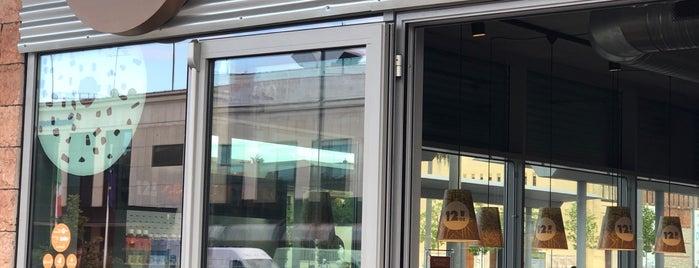 12oz Coffee Joint is one of Ilker'in Beğendiği Mekanlar.