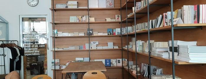 cafe daypoets is one of Ba6aLeE 님이 좋아한 장소.