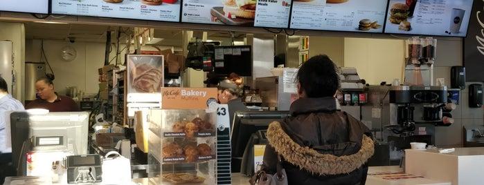 McDonald's is one of Varoujanさんのお気に入りスポット.