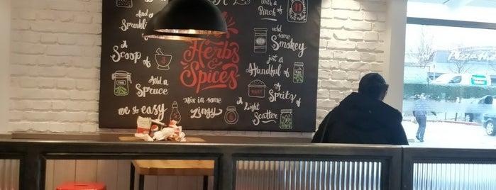 KFC is one of Lugares favoritos de Paul.