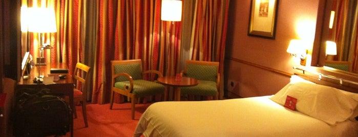 Hotel Palafox is one of สถานที่ที่ Miguel ถูกใจ.