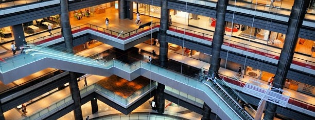 Grand Front Osaka North is one of สถานที่ที่ Hayo ถูกใจ.