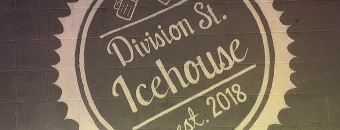 Division St. Icehouse is one of Posti che sono piaciuti a Erica.