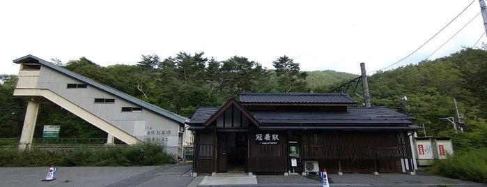 Kamuriki Station is one of JR 고신에쓰지방역 (JR 甲信越地方の駅).