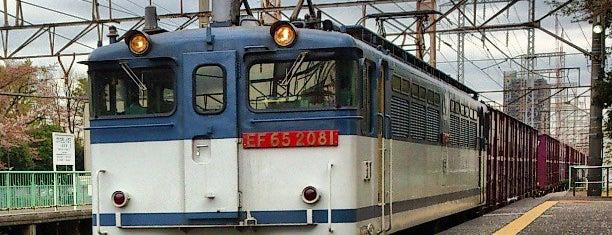 Kawasaki-Shimmachi Station is one of JR 미나미간토지방역 (JR 南関東地方の駅).
