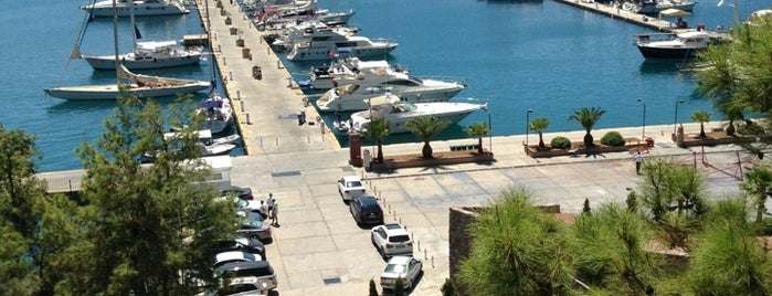 Martı Marina & Yacht Club is one of Orte, die Ahmet gefallen.