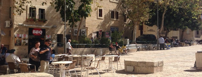 Jewish Quarter Plaza is one of Posti che sono piaciuti a Babbo.