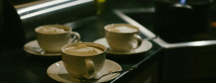 Mambocino Coffee is one of Locais salvos de Muge.