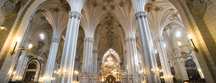 Catedral del Salvador (La Seo) is one of Edificios religiosos de Zaragoza.