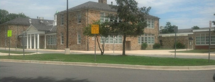 Chase Elementary School is one of Locais curtidos por Krissy.