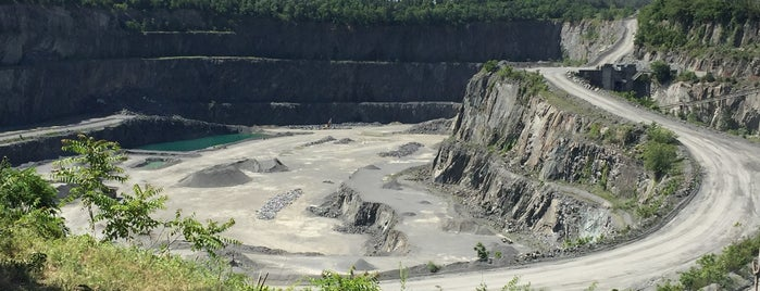 Luck Stone Quarry Overlook is one of Paulさんの保存済みスポット.