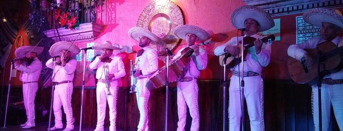 Guadalajara de Noche is one of Tempat yang Disukai Gissejo.