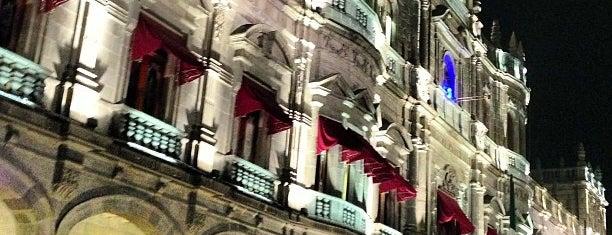 Palacio Municipal is one of Adiale'nin Beğendiği Mekanlar.