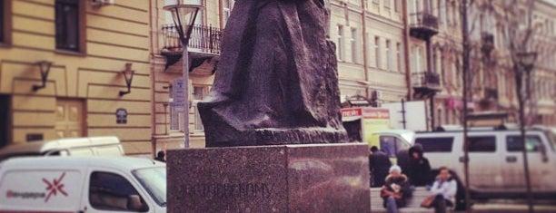 Памятник Достоевскому is one of สถานที่ที่ Elena ถูกใจ.