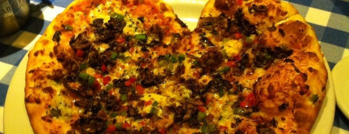 Italianni's is one of Locais curtidos por Rafael.