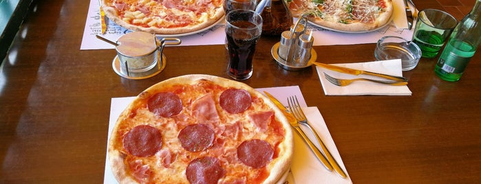 Pizzeria Ciao Ciao is one of Lugares favoritos de Helena.