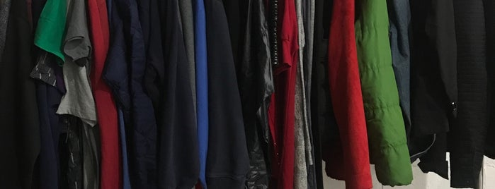 SMPLFD Clothing is one of Gespeicherte Orte von Joey.
