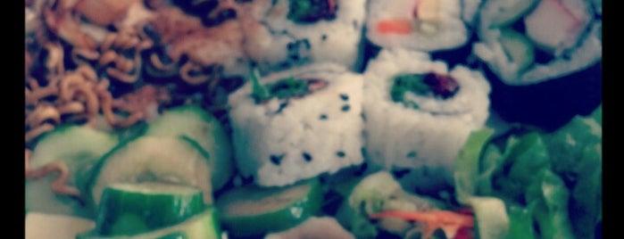 Hikari Restaurante Oriental is one of Tempat yang Disukai Roberto.