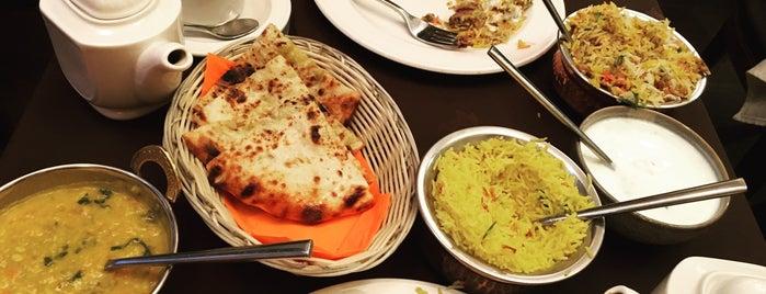 Singh's Indian restaurant & bar is one of Galina'nın Beğendiği Mekanlar.