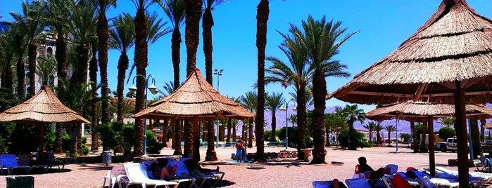 Herods Hotel Beach is one of Posti che sono piaciuti a Bill.