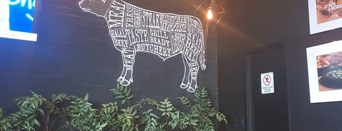 Boston's Grill is one of Locais curtidos por R.