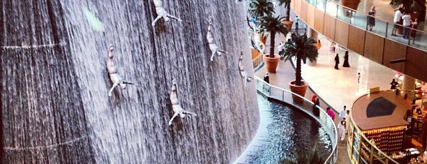 The Dubai Mall is one of Locais curtidos por Noura.