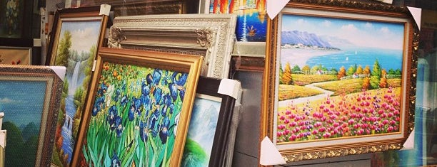 Dafen Oil Painting Village is one of สถานที่ที่ Sloan ถูกใจ.