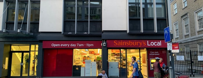 Sainsbury's Local is one of Locais curtidos por Alejandro.