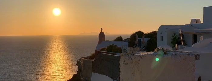 Cliffs of Santorini is one of Orte, die Nora gefallen.
