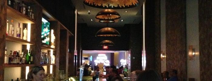 Long Bar is one of Caroline : понравившиеся места.
