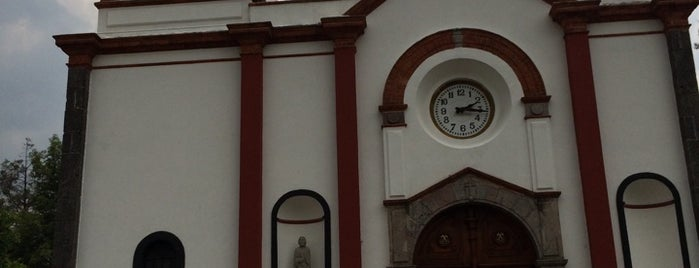 Iglesia San Pedro Apóstol is one of สถานที่ที่ Ethan ถูกใจ.