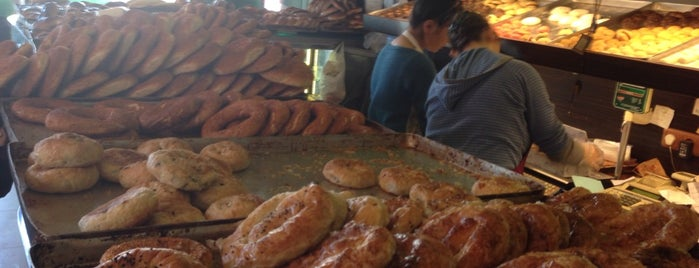 Arı Unlu Mamülleri Cafe is one of Posti che sono piaciuti a Volkan.