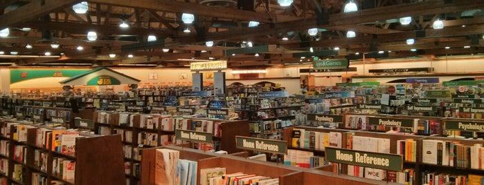 Barnes & Noble is one of Posti che sono piaciuti a Sammy.