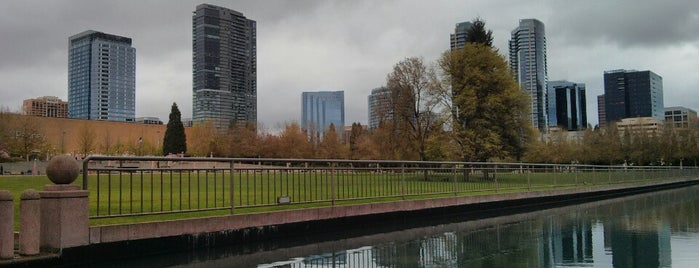 Bellevue Downtown Park is one of Lugares favoritos de Michael.