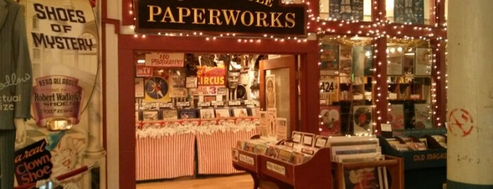 Old Seattle Paperworks is one of Locais curtidos por Cicely.