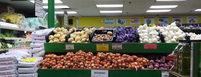 Fancy Fruits & Produce is one of Lugares favoritos de barbee.