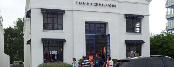 Tommy Hilfiger is one of Shoppings. Locales.