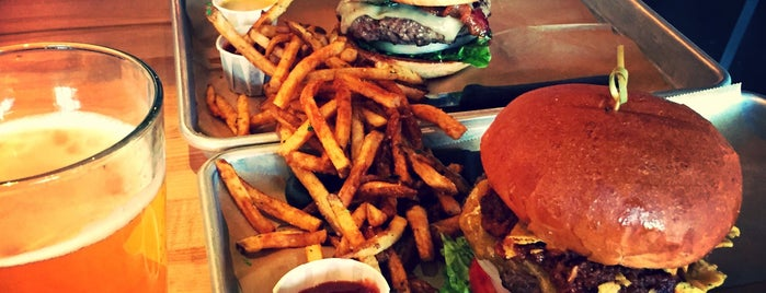 Hopdoddy Burger Bar Denver is one of Posti che sono piaciuti a Ross.