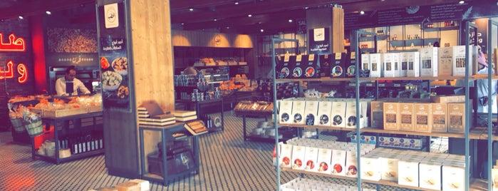 ALHatab Bakery | أفران الحطب is one of Tempat yang Disukai Jarallah.