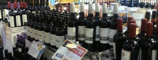 Stew Leonard's Wines is one of Lugares favoritos de Emily.