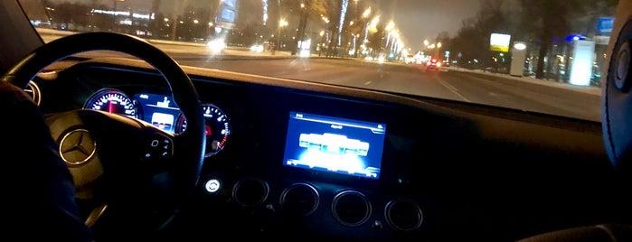Паркинг P-1 (Аэропорт Пулково) is one of Lugares favoritos de Евгений.