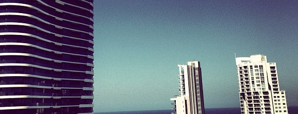 Sofitel Gold Coast is one of Locais curtidos por Anna.