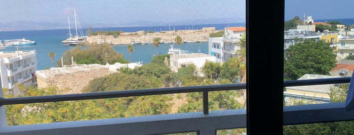 Alexandra Hotel is one of สถานที่ที่ Haluk ถูกใจ.