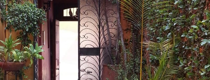 Hotel casa Pereyra is one of สถานที่ที่บันทึกไว้ของ Omar.