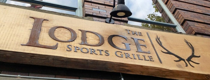 The LODGE Sports Grille - Stadium is one of Orte, die Matt gefallen.