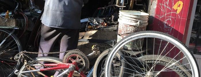 "Taller De Bicicletas ""La Phillips"" is one of Talleres para bicis."