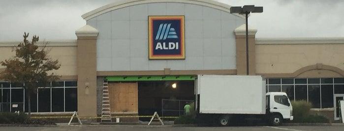 ALDI is one of สถานที่ที่ Michael ถูกใจ.