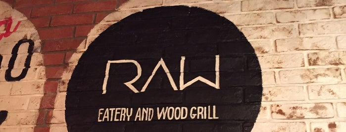 RAW Eatery and Wood Grill is one of Orte, die Martina gefallen.