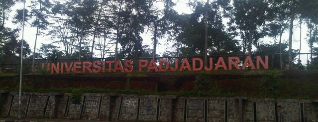 Universitas Padjadjaran is one of Locais curtidos por Iyan.