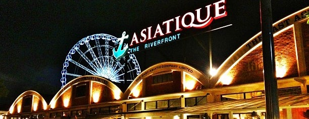 Asiatique The Riverfront is one of Lugares favoritos de Pierre.